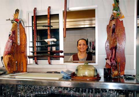 Encarga de Cocina, Bar Casa EL CATETO