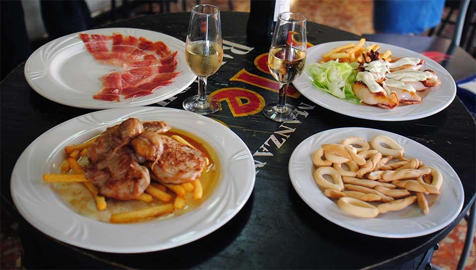 Comer en Dos Hermanas en Bar Casa EL CATETO